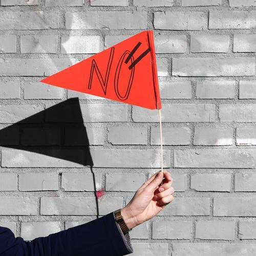 HH17 Fähnchentour | echtmanich Arme Hand Mauer Wand Schriftzeichen Fahne festhalten selbstbewußt Leben Überraschung Kommunizieren Problemlösung Optimismus