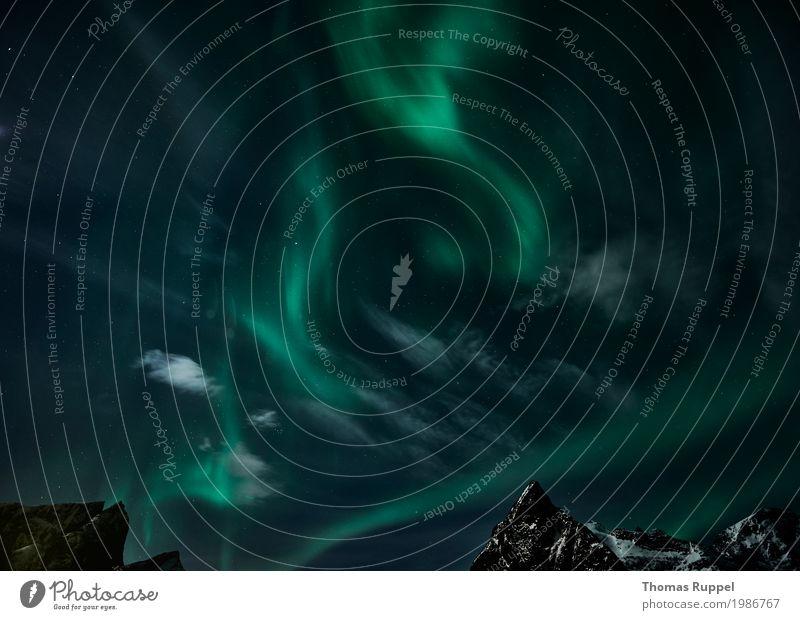 Aurora Ferien & Urlaub & Reisen Abenteuer Winter Berge u. Gebirge Natur Landschaft Himmel Klima Wetter Nordlicht Gipfel Schneebedeckte Gipfel Lofoten Norwegen