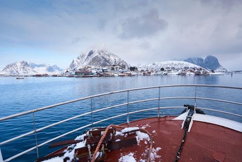 Eine Bootsfahrt die ist ..... Himmel Ferien & Urlaub & Reisen blau Wasser Landschaft Meer rot Winter Berge u. Gebirge Küste Tourismus Ausflug Europa