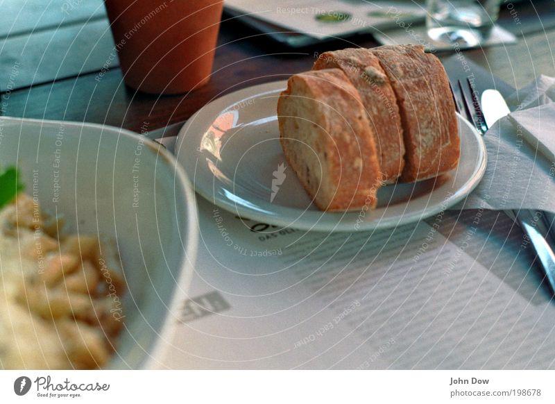 Olivenbrot-Zeit Lebensmittel Schönes Wetter Ernährung Appetit & Hunger lecker Brot Geschirr Teller Messer Scheibe Schalen & Schüsseln Backwaren Teigwaren