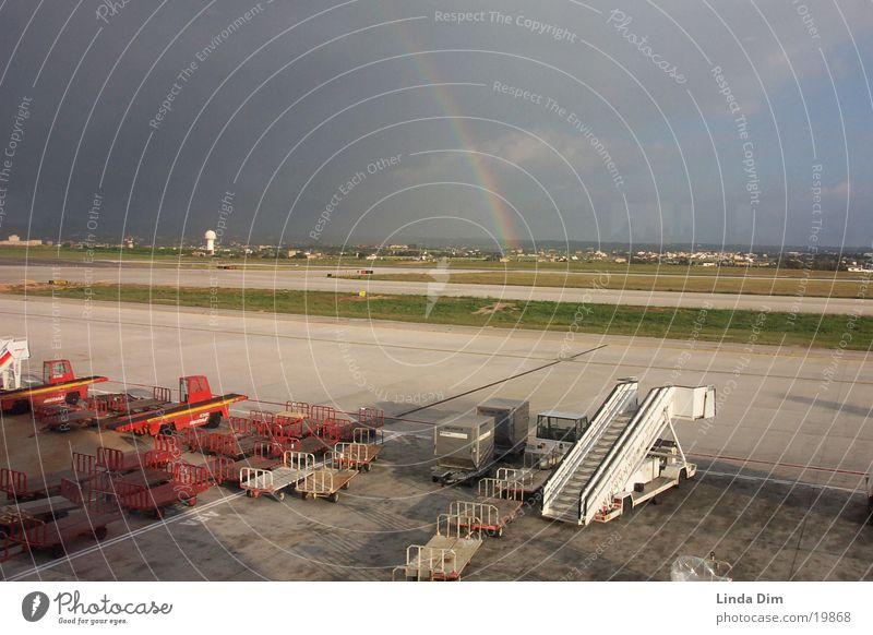 Regenbogen 02 Natur Sonne Ferien & Urlaub & Reisen Flugzeug Europa Flughafen Unwetter Mallorca Landebahn Regenwolken