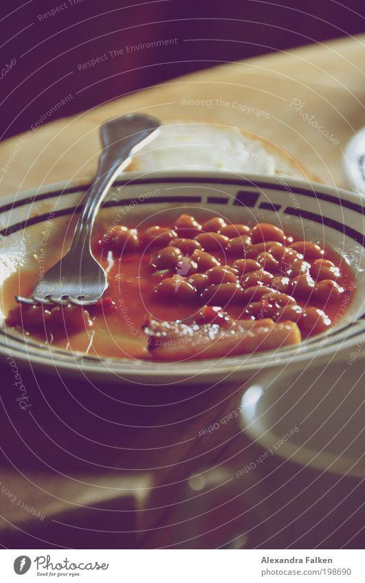 Baked Beans II retro Frühstück Tasse Teller Mittagessen Besteck Gabel Englisch Ernährung Speck Tellerrand Frühstückstisch Alltagsfotografie