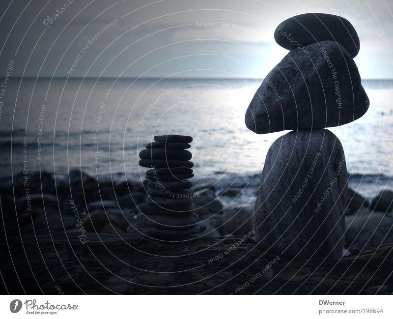 Stein auf Stein oder auch Zen-Steine II Lifestyle ruhig Kunst Kunstwerk Skulptur Umwelt Natur Landschaft Urelemente bauen fallen liegen stehen tragen blau