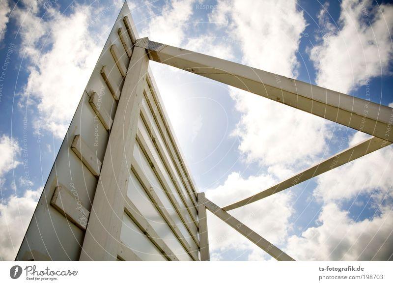 Potemkins Schutzwall Himmel blau Wolken Wand Holz Mauer Linie Graffiti Schilder & Markierungen groß Wachstum Kommunizieren Baustelle Werbung Handwerk Wirtschaft