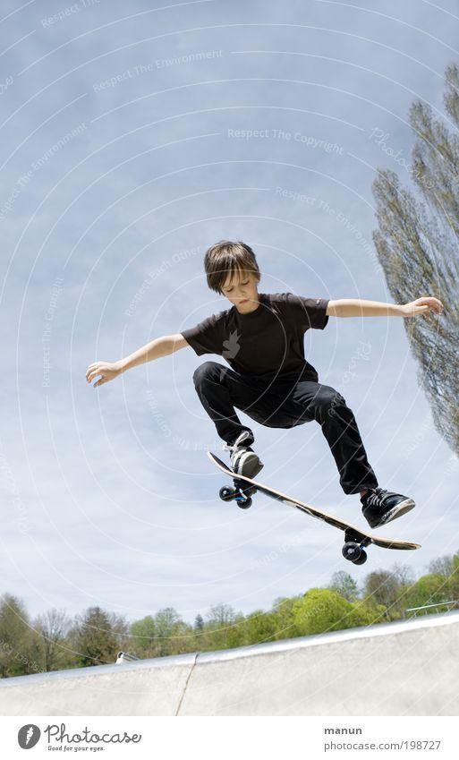 Ollie Kind Himmel Ferien & Urlaub & Reisen Leben Sport Junge springen Bewegung Kindheit Freizeit & Hobby Arme fliegen Lifestyle fahren Fitness Konzentration
