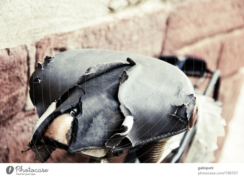 reparieren zwecklos [LUsertreffen 04|10] alt Wege & Pfade Metall Fahrrad Armut kaputt Lifestyle Vergänglichkeit Vergangenheit Gewalt Verfall Reichtum Verzweiflung Leder Ärger Frustration