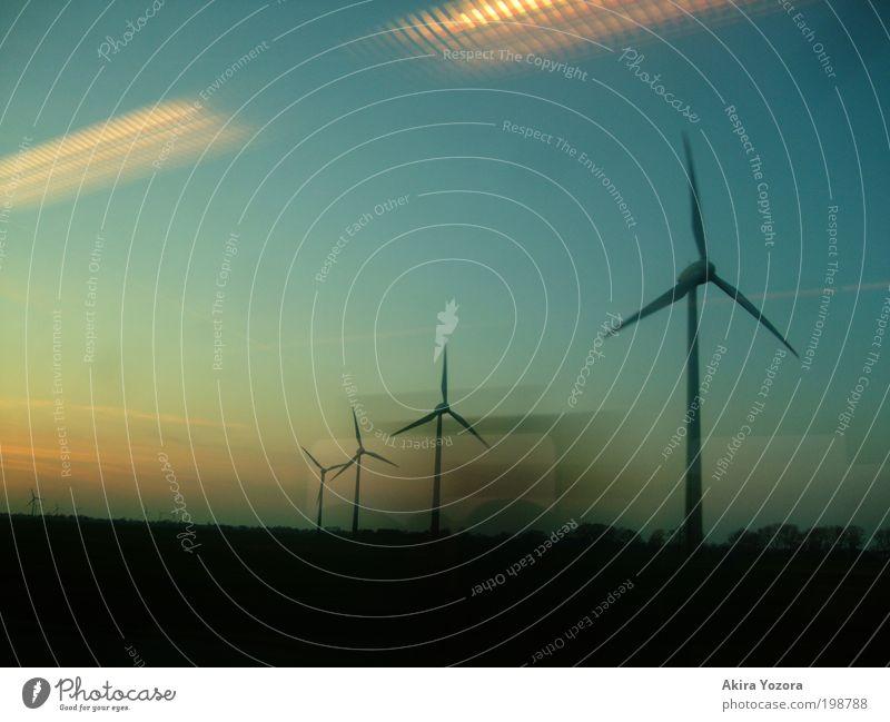 Vorbeiziehen Erneuerbare Energie Windkraftanlage Elektrizität Landschaft Himmel Sonnenaufgang Sonnenuntergang Feld Arbeit & Erwerbstätigkeit Unendlichkeit blau