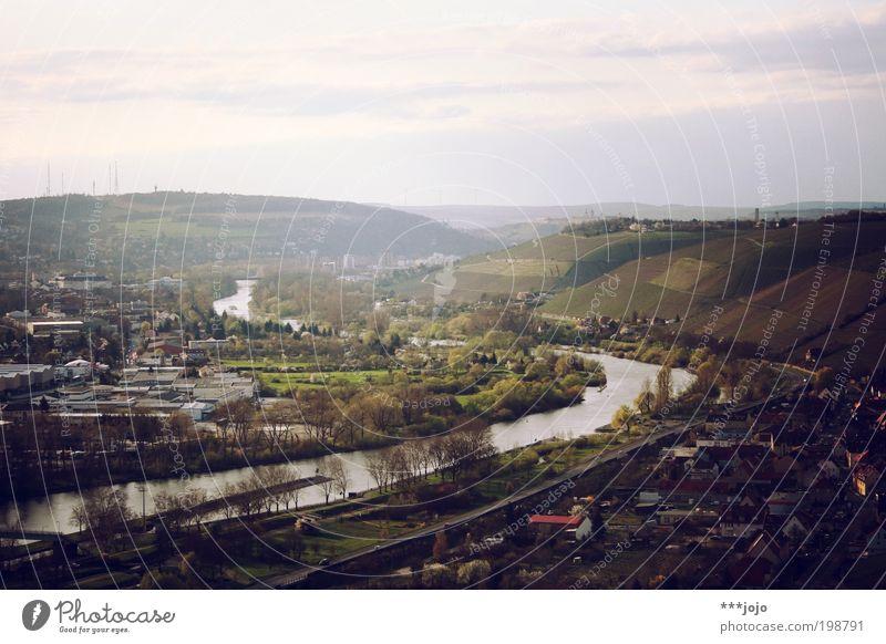 mainfranken. Stadt ruhig Landschaft Deutschland Feld Wein Fluss Hügel Schönes Wetter Aussicht Dorf Flussufer Main Tal Heimat Landwirtschaft