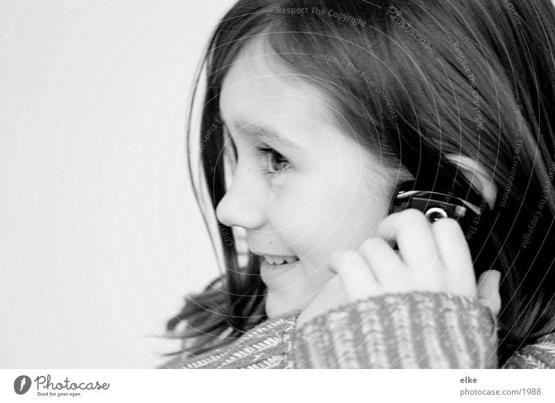 ein schwätzchen halten Kind Mädchen Handy Telefon Telefongespräch