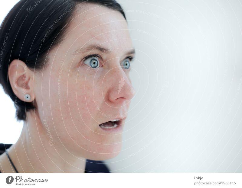 fassungslos... Frau Erwachsene Leben Gesicht 1 Mensch 30-45 Jahre Blick hell Gefühle Stimmung Wahrheit Überraschung Angst Entsetzen Unglaube verstört staunen
