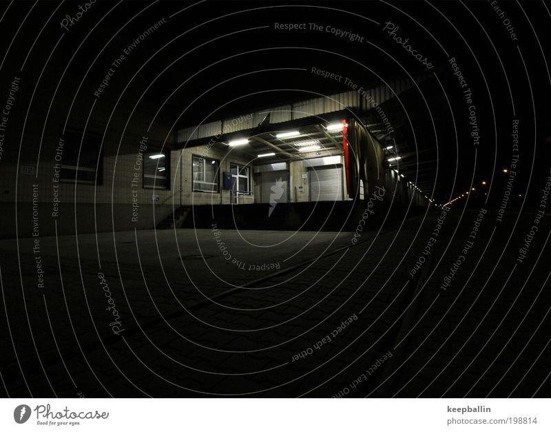 stille Fabrik Industrie Güterverkehr & Logistik Lastwagen schwarz ruhig stagnierend Ferne Farbfoto Außenaufnahme Menschenleer Nacht Licht Langzeitbelichtung