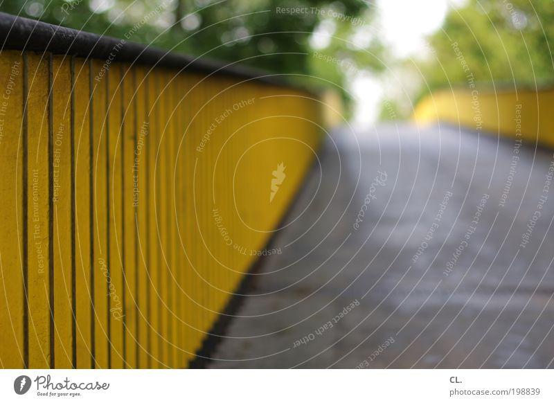 brücke ruhig Ferne gelb Architektur Wege & Pfade Horizont gehen Brücke Perspektive Hoffnung Zukunft Bauwerk festhalten Ende Geländer Verkehrswege