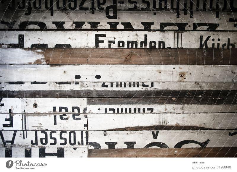 flickwerk Mauer Wand Holz Schriftzeichen Schilder & Markierungen Verfall Vergangenheit Vergänglichkeit Wandel & Veränderung Typographie Holzbrett alt repariert