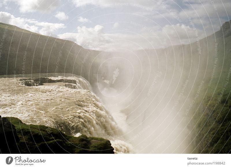 Fallendes Gold Ferien & Urlaub & Reisen Tourismus Ausflug Sommerurlaub Umwelt Natur Landschaft Schlucht Fluss Hvítá Wasserfall Gullfoss schön Wolken tief Nebel