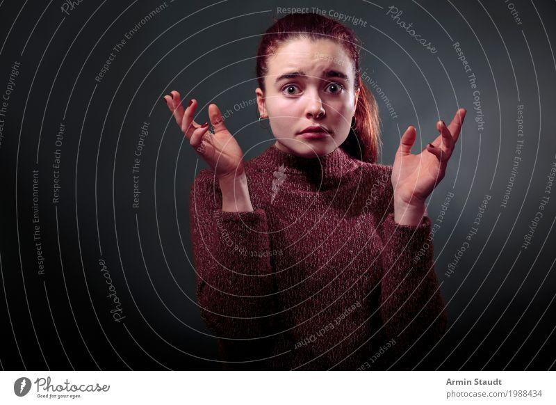 Porträt Lifestyle Stil schön Mensch feminin Junge Frau Jugendliche Erwachsene Gesicht Auge Hand Finger 1 13-18 Jahre Pullover Aggression einzigartig rebellisch