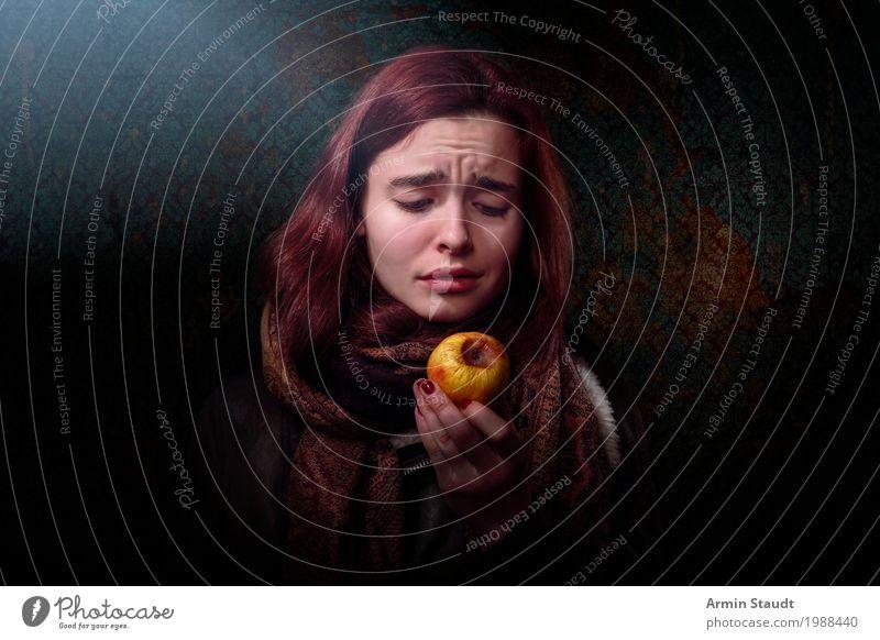 Hunger Lifestyle Reichtum Stil schön Winter Mensch feminin Junge Frau Jugendliche Hand 1 13-18 Jahre einzigartig Gefühle Enttäuschung Erschöpfung