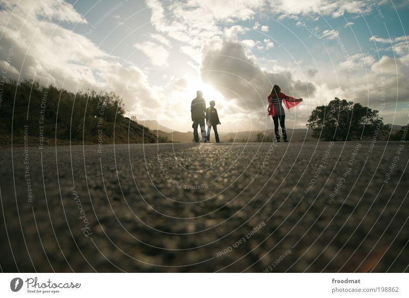 konkurrenzdenken Mensch Jugendliche Ferien & Urlaub & Reisen Erholung Menschengruppe Hintergrundbild maskulin Abenteuer authentisch Coolness einzigartig Asphalt Schönes Wetter entdecken Spanien positiv