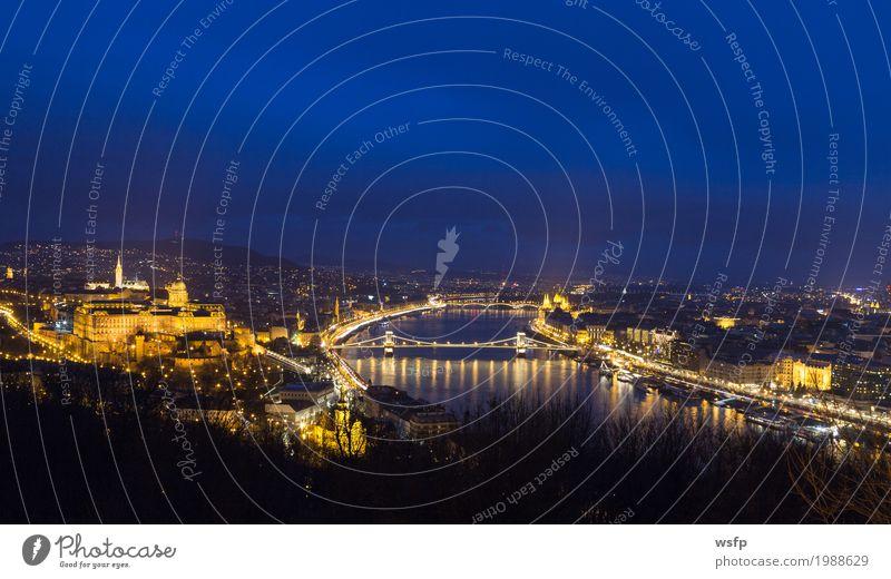 Ungarn Budapest bei Nacht Panorama Tourismus Stadt Architektur historisch Burgpalast Kettenbrücke Beleuchtung Großstadt Donau Attraktion Parlament Schloss
