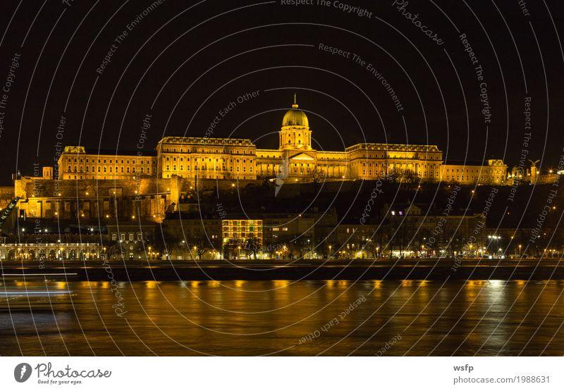 Burgpalast Ungarn Budapest bei Nacht Tourismus Stadt Burg oder Schloss Architektur historisch burgberg burgviertel Beleuchtung schloss ungarn Großstadt Donau