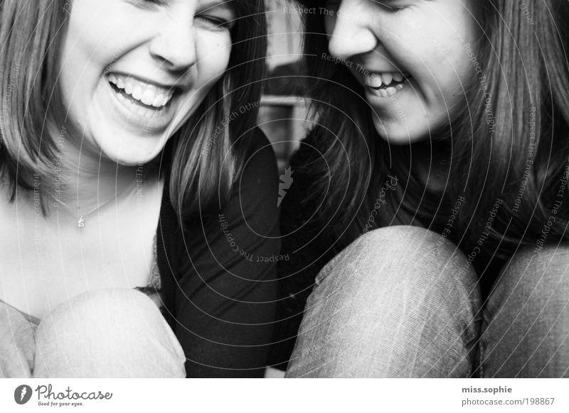 live love laugh Jugendliche schön weiß Freude schwarz Leben feminin Freiheit Glück lachen Freundschaft Zufriedenheit Zusammensein lustig glänzend