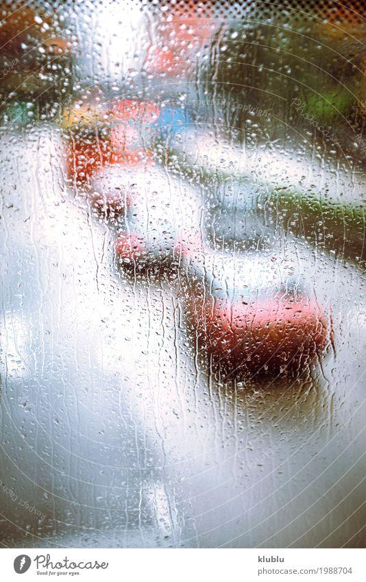 Verschiedene Fahrzeuge im Stau durch das regnerische Busglas Marmelade Leben Ferien & Urlaub & Reisen Wetter Regen Verkehr Straße PKW Bewegung modern nass