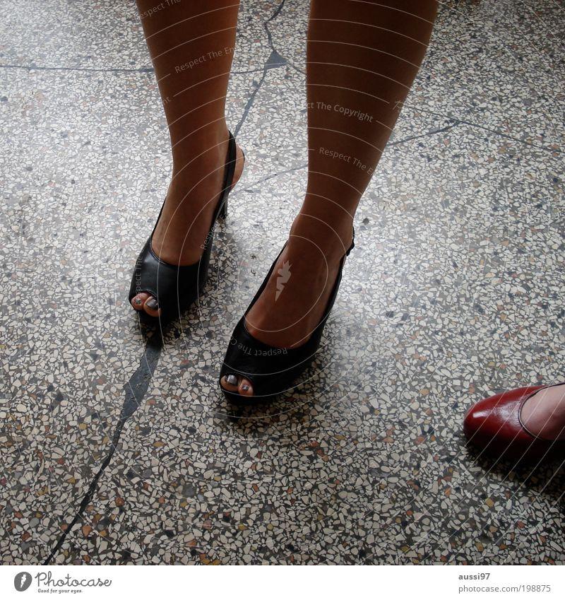 Gestern im Rossi Frau Fuß 3 Symbole & Metaphern Steinboden Frauenbein