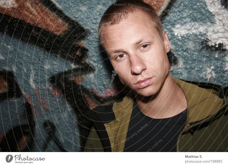 Behind the hole Mensch Jugendliche Mann Junger Mann 18-30 Jahre Gesicht Erwachsene Wand Leben Graffiti Mauer Kopf Felsen maskulin Nebel Wind