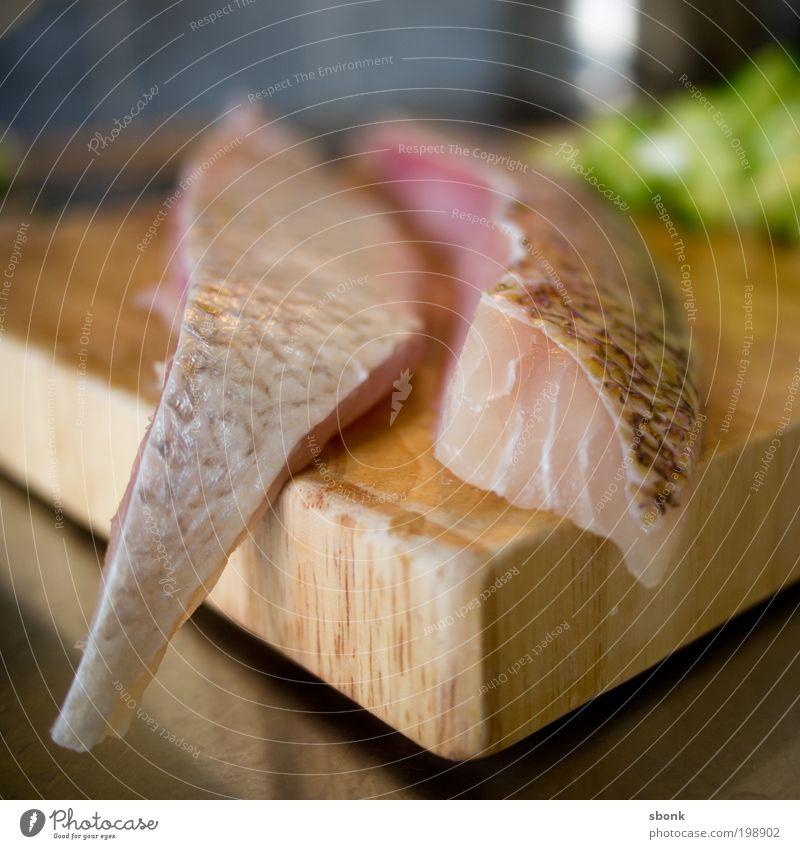 cut snapper Lebensmittel Fisch Mittagessen Abendessen Sushi Appetit & Hunger Ernährung lecker Schneidebrett Küche frisch Farbfoto Innenaufnahme Tag Unschärfe