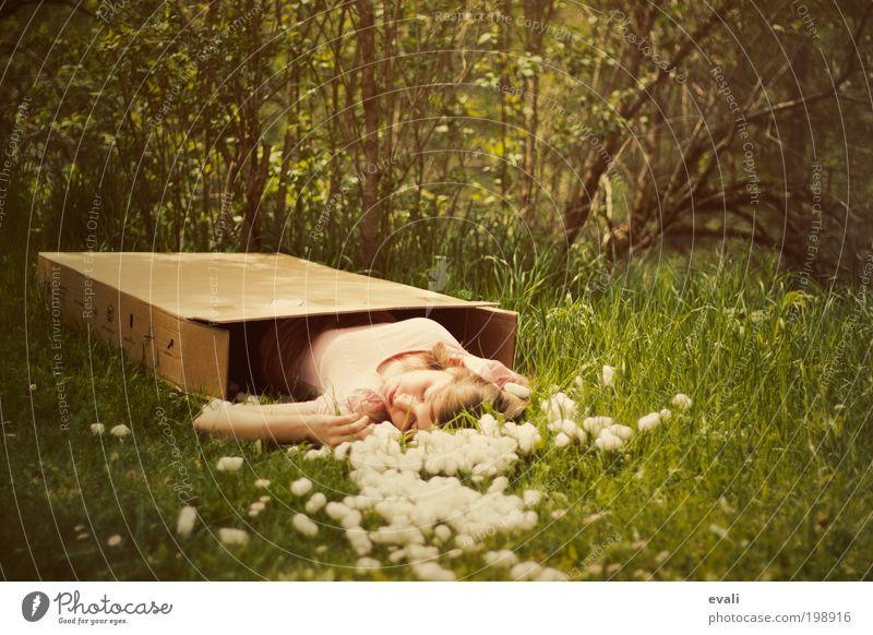 Left behind Frau Mensch Kind Jugendliche grün Erwachsene Einsamkeit Wald feminin Wiese Gefühle Gras Garten Park schlafen