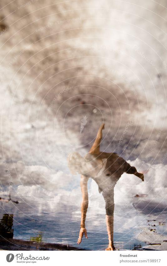 grundiert elegant Freude Glück Leben Tanzen Mensch feminin Junge Frau Jugendliche Erwachsene Balletttänzer Musik hören springen ästhetisch dünn Kitsch nass Mut