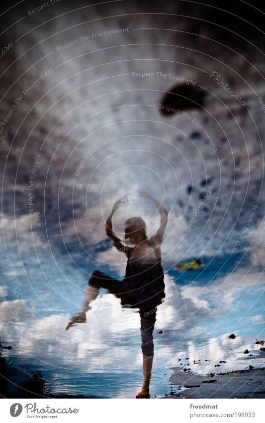 spiegelballett elegant Freude Glück Jugendliche Leben Tanzen Mensch feminin Junge Frau Erwachsene Balletttänzer Musik hören springen ästhetisch dünn Kitsch nass