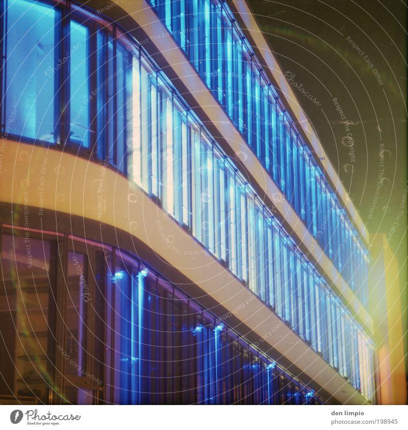 Funky Office Lifestyle Stil Design Haus Nachtleben Leuchtdiode Gebäude Architektur Bürogebäude Fenster Coolness hell trendy neu blau einzigartig Energie Farbe