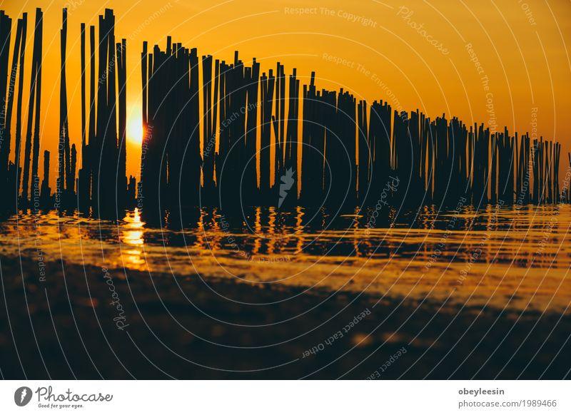 Die Silhouette des Kanus bei Sonnenuntergang Natur Landschaft Meer Strand Lifestyle Stil Kunst Sand Abenteuer Bucht Künstler