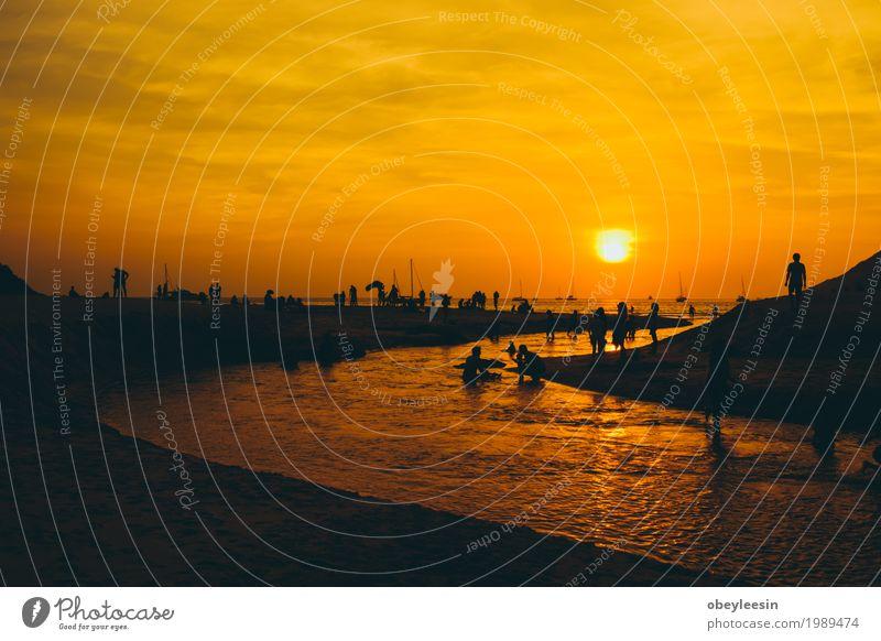 Die Silhouette des Sonnenuntergangs am Strand Mensch Natur Wasser Landschaft Meer Lifestyle Kunst Sand Wellen Abenteuer Bucht