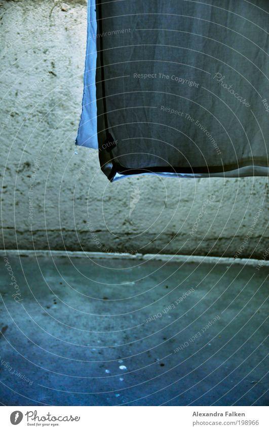 Aufgehängt kalt Falte Raum hängen Wäsche Dachboden trocknen aufhängen Bettwäsche Wäscheleine hängend Gebäude Reißverschluss