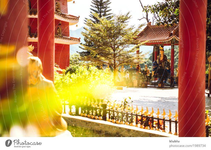 Tempel in Hong Kong im klaren Himmel. Gesicht harmonisch Tourismus Kunst Kultur Natur Gebäude Architektur Denkmal alt historisch lustig rot Weisheit Frieden