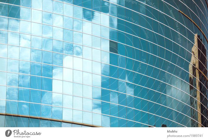 Himmel spiegelt sich in den Fenstern des Bürogebäudes Ferien & Urlaub & Reisen blau Landschaft Wolken Haus Architektur Straße Leben Gebäude Tourismus Fassade