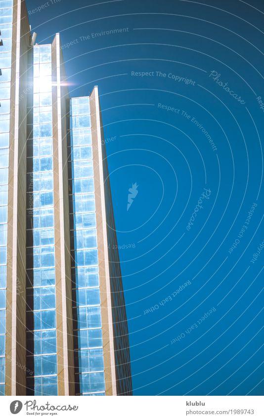 Himmel spiegelt sich in den Fenstern des Bürogebäudes Leben Ferien & Urlaub & Reisen Tourismus Ausflug Haus Spiegel Landschaft Wolken Gebäude Architektur
