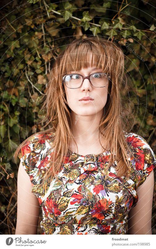 mustertapete Mensch feminin Junge Frau Jugendliche Erwachsene Mode Kleid Brille langhaarig außergewöhnlich trendy schön einzigartig lustig nerdig retro trashig