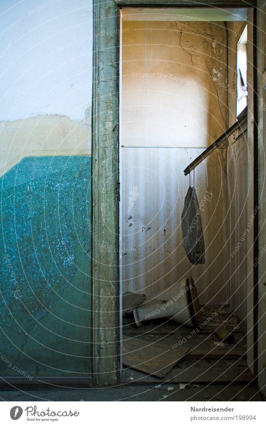 Methanverpuffung Lifestyle Häusliches Leben Wohnung Renovieren Innenarchitektur Raum Handwerker Haus Mauer Wand Fenster Tür Zeichen alt dreckig Ordnungsliebe