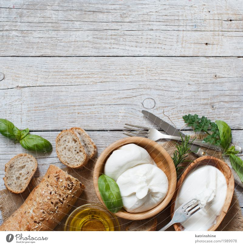 grün weiß Holz Textfreiraum Ernährung frisch weich Kräuter & Gewürze lecker Brot Schalen & Schüsseln Mahlzeit Vegetarische Ernährung Käse Essen zubereiten rustikal