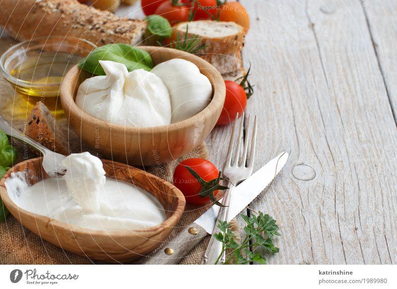 grün weiß rot Holz Textfreiraum Ernährung frisch weich Kräuter & Gewürze lecker Gemüse Brot Schalen & Schüsseln Mahlzeit Vegetarische Ernährung Tomate