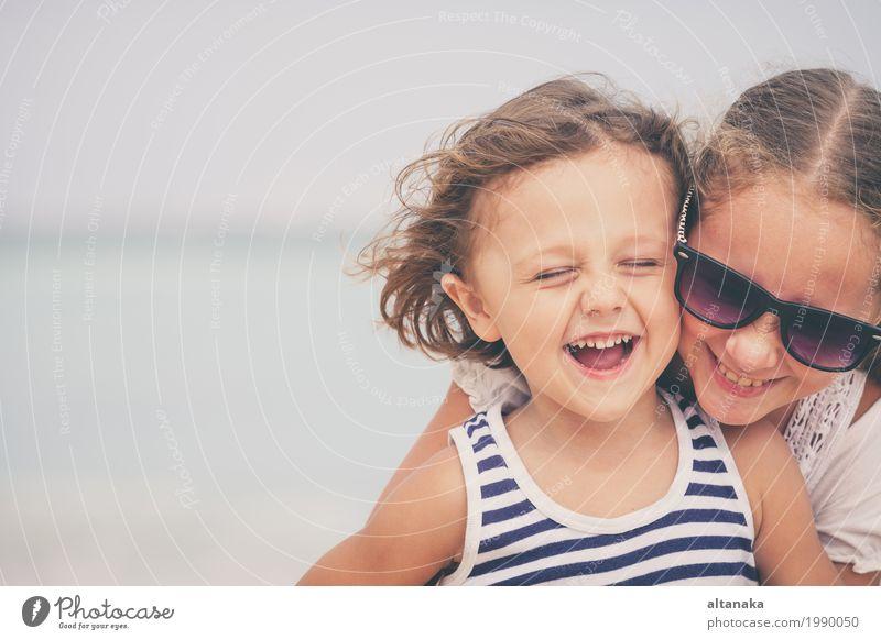 Mensch Kind Natur Ferien & Urlaub & Reisen Sommer schön Sonne Hand Meer Erholung Freude Mädchen Strand Lifestyle Gefühle Familie & Verwandtschaft