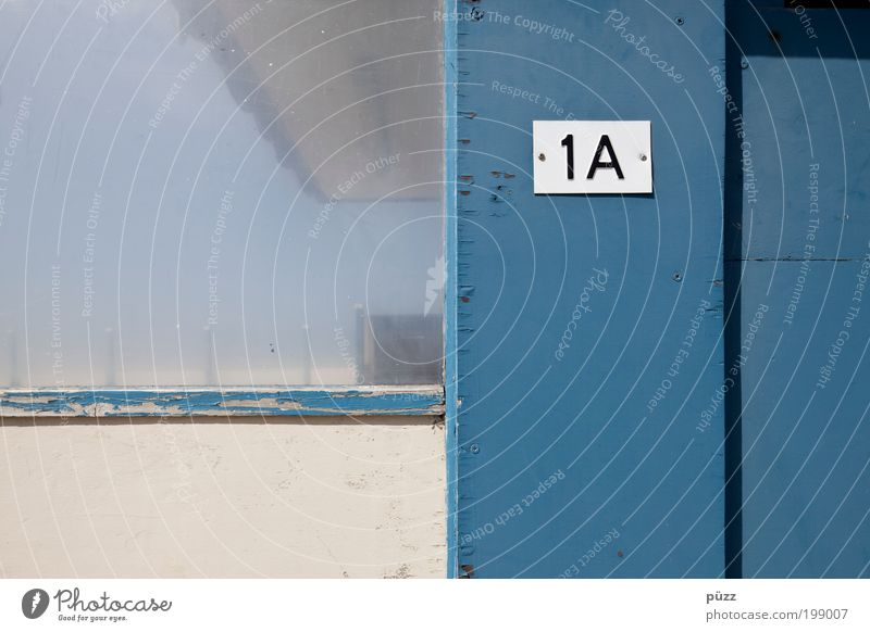 1A weiß Sonne blau Sommer Wand Holz Mauer Glas Schilder & Markierungen Fassade Schriftzeichen Ziffern & Zahlen Zeichen Hütte Hinweisschild eckig