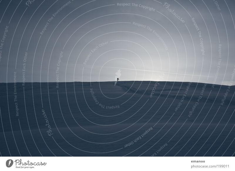 before sunrise Mensch Ferien & Urlaub & Reisen Winter Freude Schnee Berge u. Gebirge Freiheit Horizont Eis Freizeit & Hobby wandern maskulin Ausflug Abenteuer Tourismus Frost