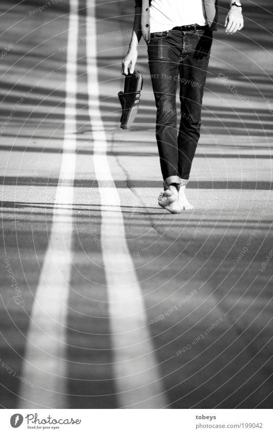 I walk the line Ferien & Urlaub & Reisen Freude Strand Ferne Freiheit Glück Stil Linie Stimmung gehen Schuhe maskulin Freizeit & Hobby Zufriedenheit elegant