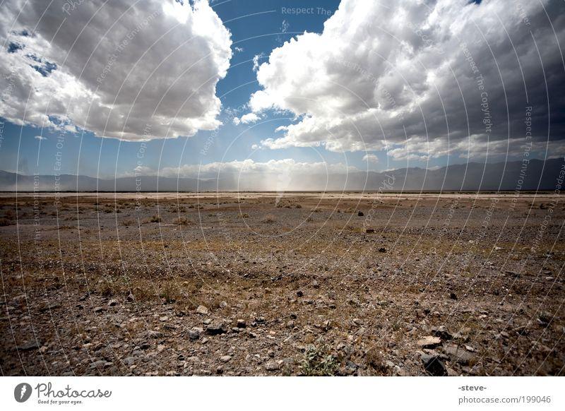 Nothing Natur Landschaft Sand Himmel Wolken Wüste trocken blau braun Einsamkeit Ferne Death Valley National Park USA Nevada Steppe Farbfoto Außenaufnahme