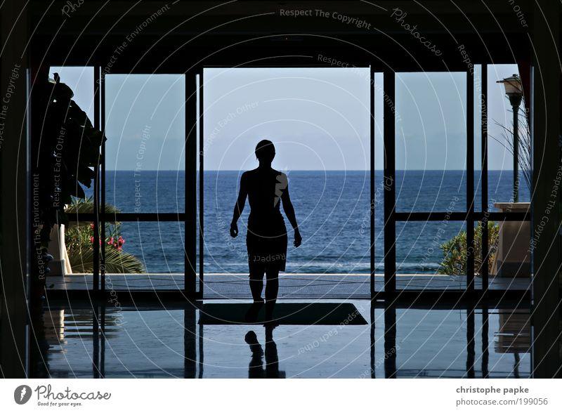 Meer geht nicht Mensch Jugendliche Sommer Strand Ferien & Urlaub & Reisen Ferne Erholung Fenster Freiheit Wellen glänzend gehen Treppe Tourismus Frau