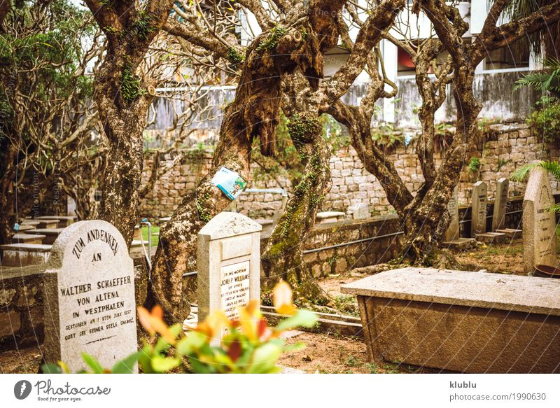 Ein alter ruhiger Friedhof in Macao, China Denkmal Stein Traurigkeit Tod Frieden stumm Grab Grabmal traurig Stille Grabstein Beerdigung Gedächtnis asiatisch
