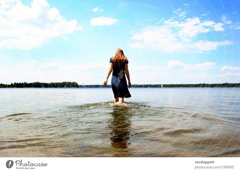 >><< Mensch Himmel Natur Jugendliche Wasser Ferien & Urlaub & Reisen Sonne Sommer Meer Wolken feminin Freiheit Haare & Frisuren Horizont gehen Schwimmen & Baden